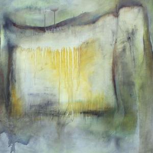 מסגרת של חלון וכתם צהוב במרכזעל קרע ירקרק