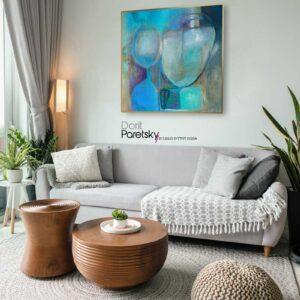 ציור אבסטרקט לסלון בגוונים כחולים מעל הספה בסלון