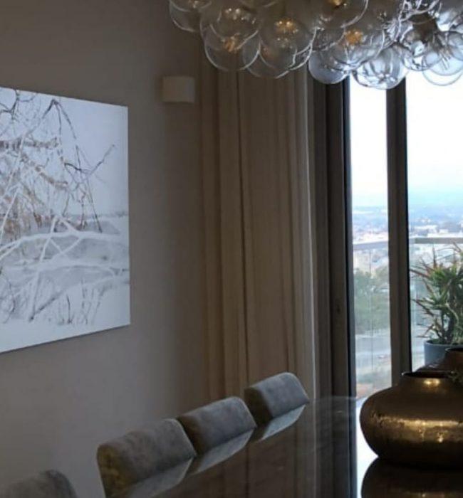 עצים במים, ציור דיגיטלי של דורית פריצקי, בפינת האוכל
